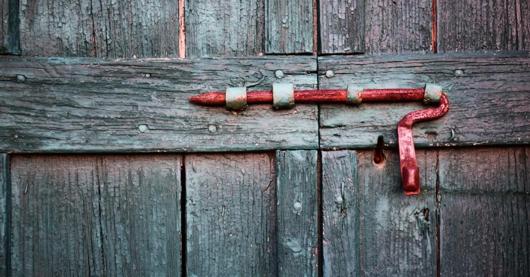 rusty lock photo